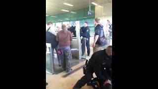 Freund und Helfer!!! Polizeigewalt bei der IGS