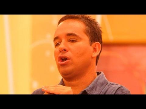 Roberto Martínez es 'ampayado' diviertiéndose con linda trujillana