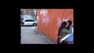Sokakta Öpüşen Lezbiyenler )