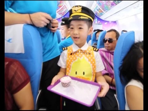 Kids staff China airline flight for Children's Day