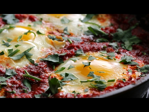 North African-Style Poached Eggs in Tomato Sauce (Shakshouka)