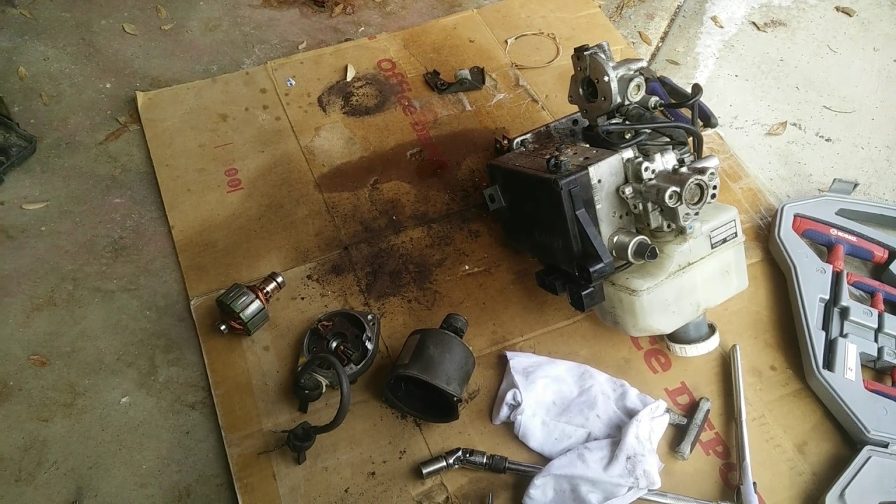 small resolution of 2003 mitsubishi montero hydraulic brake booster motor failure