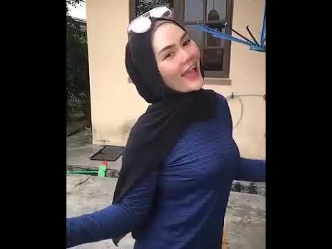HOT!! Goyang hot jilbab pamer tok3t bikin salfok