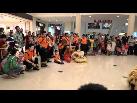 Fengshan CC Lion Dance troupe_CNY 2012_Great World City.MTS