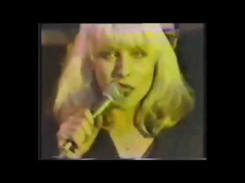Blondie -  Rip her to shreds. (First TV appearance, Live 1977).