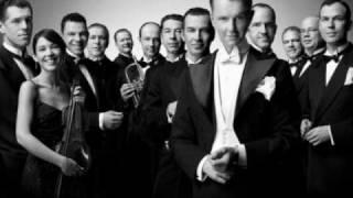 Max Raabe & Palast Orchester - Kiss