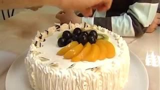 Торт бисквитный с фруктами - мастер-класс Романа Шевченко