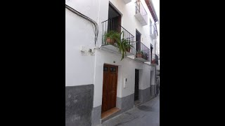 Amazing value. 3 story town house in the centre of Baza Granada with separate 1 bed flat. Ref. V2220