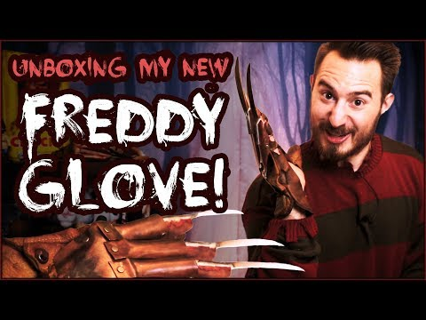 Unboxing my FREDDY GLOVE!