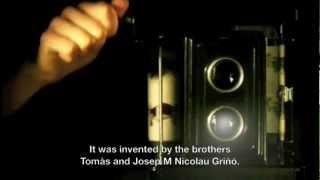 """Cine NIC Toy Projector. Sèrie: """"la Llum del Cinema"""". Museu del Cinema"""