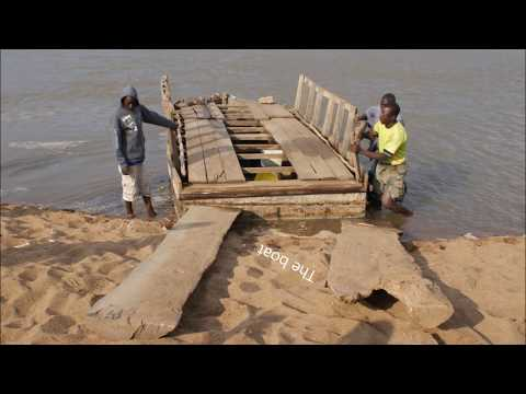 Explore 4x4 Mozambique  Crossing the Limpopo River