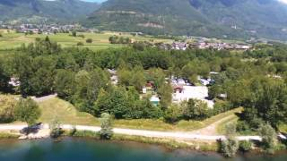 Le camping du lac de Carouge vue du ciel