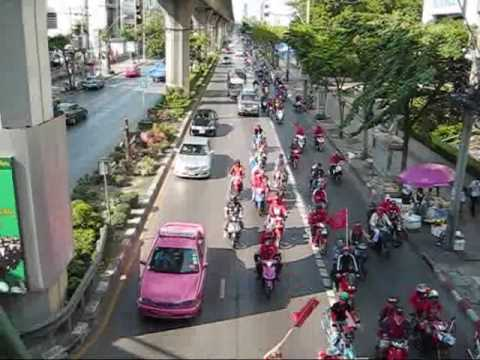 Red Shirt protesters stream down Bangkok's Paholyothin Road, past Soi Ari.