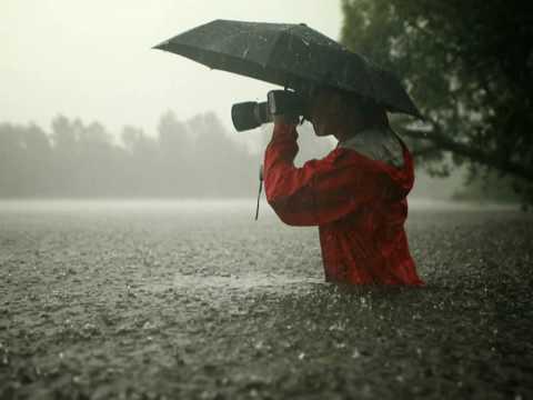 Queen - Rain Must Fall