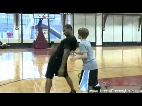 Justin Bieber & Usher play One on One Basketball  2012