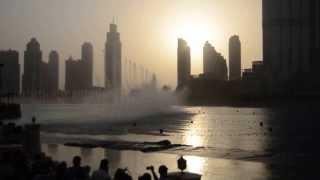Поющие фонтаны в Дубаи - Видео 1(Танцующий (Поющий) Фонтан в Дубае — один из самых высоких фонтанов в мире, расположен на 30-акровом искусстве..., 2013-09-27T05:51:39.000Z)