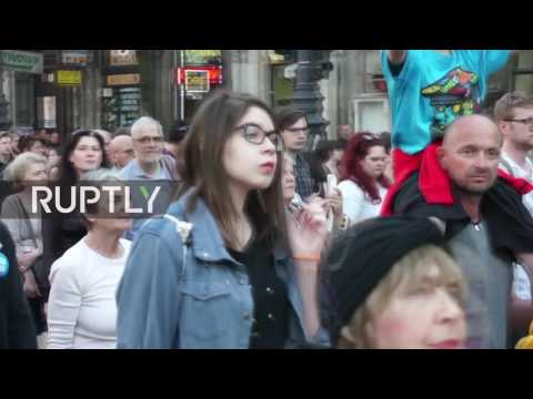 Hungary: Thousands march in defence of Soros-backed universi