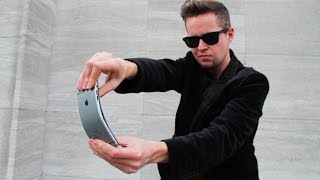 Magician bends iPhone 6 Plus! PRANK