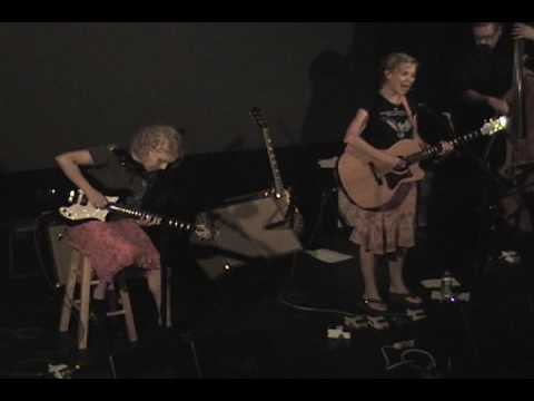"Kristin Hersh & Tanya Donelly Live ""fear"" 10/6/07 [2 of 9]"