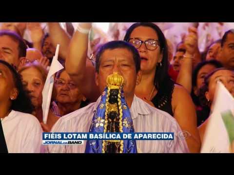 Fiéis prestam homenagens à Padroeira do Brasil