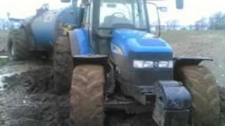 Tarlada Çamura Batan ve Bozulan Traktörler