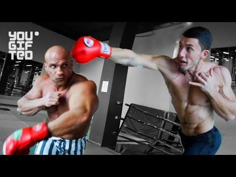 Боксер против бодибилдера.
