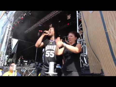 Waka flocka thought the sign language interpreter was dancing and starts dancing with her Mp3