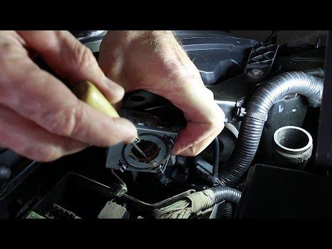 Возможные проблемы при замене ксеноновой лампы на Nissan Qashqai 2,0 4WD Ниссан Кашкай 2008 года