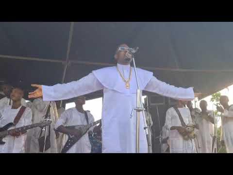 Download ALAYO MELODY SINGER LIVE ON STAGE AT ORISUN IYE PARISH IJEBU ODE