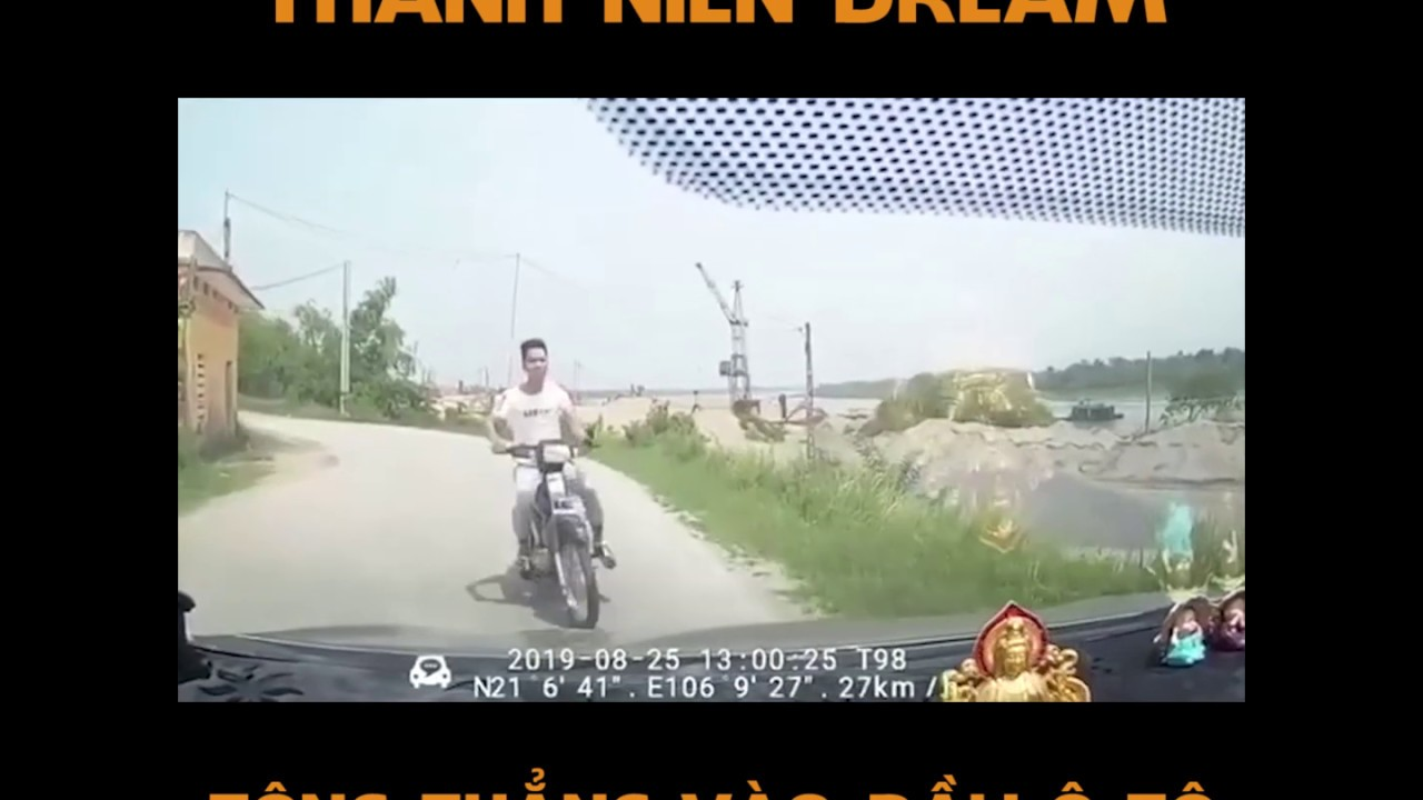 Thanh niên dream tông thẳng vào đầu ô tô
