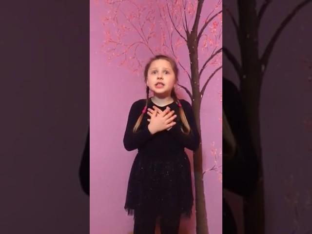 """Изображение предпросмотра прочтения – «Театральная студия """"Дети райка""""» читают произведение «Послушайте! (Послушайте! Ведь, если звезды зажигают…)» В.В.Маяковского"""