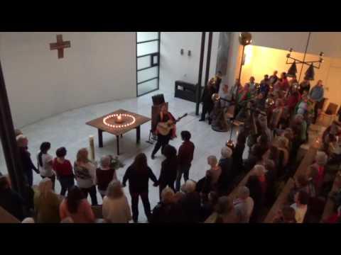 """""""Zeit, neu zu beginnen"""" von Iria beim  Friedenskonzert 2017"""