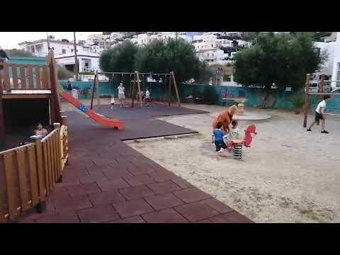 Μία υποδειγματική παιδική χαρά στο Παντέλι Λέρου με θέα τις ομορφιές του νησιού