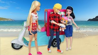 Miraculous Ladybug Doll Family LOL Surprise Baby at the Beach, La Famille Miraculous à la plage