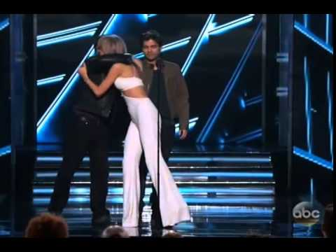 Taylor wins Top Artist of the year at BBMA 2015