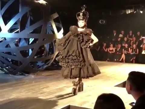 Models trip and fall in platform shoes during Đỗ Mạnh Cường 2016 fashion show (Vietnam Fashion Week)