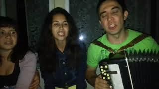 Девушки поют под баян у ночного клуба татарские песни 😍