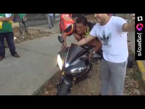 Video de Poncho Zuleta montando en Moto