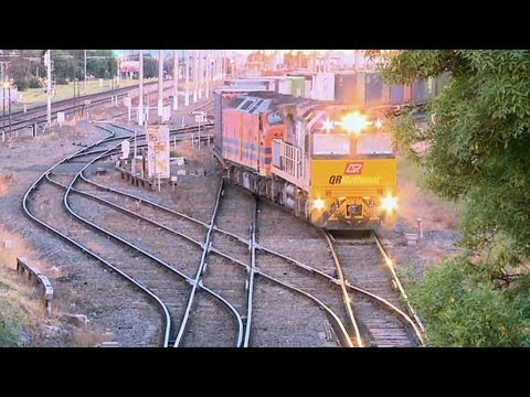 QRNational Freight Train in Melbourne - Interstate Freight Trains in Australia - PoathTV