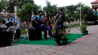 Video Juara 1 classmeeting TRIAD - CINTA GILA (cover akustik & band binus) download MP3, 3GP, MP4, WEBM, AVI, FLV Oktober 2017