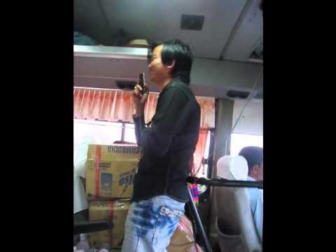 20101011柬埔寨‧導遊吳利(小吳)唱歌-2