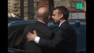 Video Les images d'Emmanuel Macron qui a assisté aux obsèques de la députée Corinne Erhel download MP3, 3GP, MP4, WEBM, AVI, FLV Mei 2017