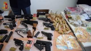 Ceglie del Campo, in un garage arsenale con armi e 45kg di droga: 3 arresti