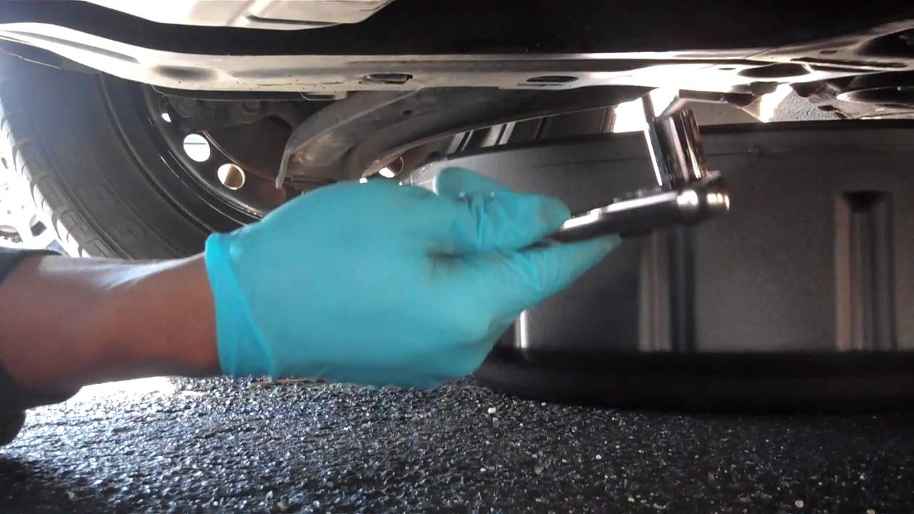 How to change oil 07 Nissan Sentra B16 - YouTube