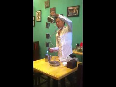 Biểu diễn cocktail vị Phở của tác giả Phạm tiến Tiếp