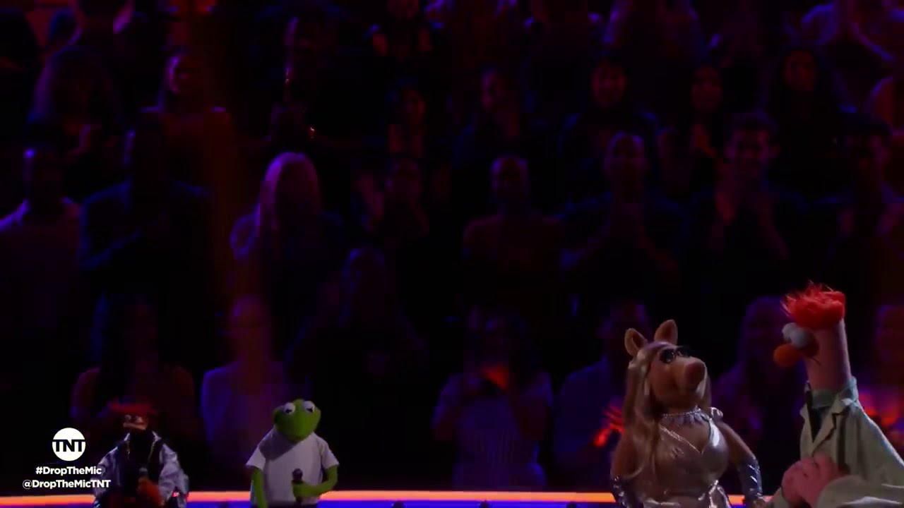 TNT Drop the Mic- Kermit the Frog and Pepé vs. Miss Piggy and Beaker -  BATTLE -