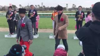 中山競馬場でのオーシャンSの表彰式の模様です。ゴルゴ松本とレッド吉田...