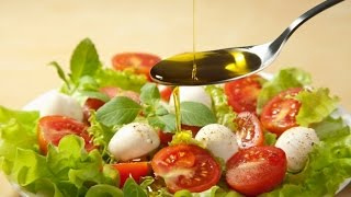 Как правильно заправлять  салат растительным маслом полезные советы