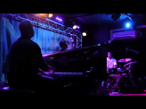 Robert Glasper Trio - Levels (New Morning - Paris - July 20th 2015)