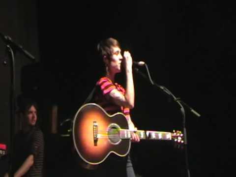 Tegan and Sara (Melb 9-1-09) - Sara's ideal 'wifeband' & 'So Jealous'